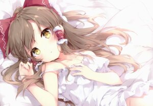 Rating: Questionable Score: 123 Tags: dress hakurei_reimu loli mochizuki_shiina nopan skirt_lift touhou User: kiyoe