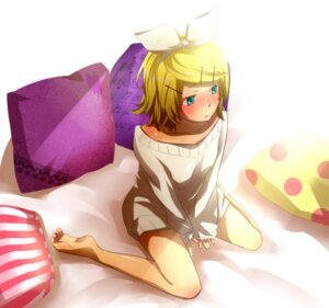 Rating: Questionable Score: 28 Tags: feet kagamine_rin shiruan sweater vocaloid User: Zenex