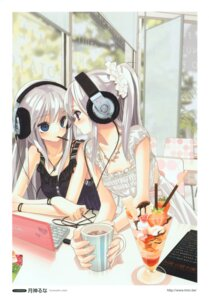 Rating: Safe Score: 88 Tags: dress headphones tsukigami_luna User: Aurelia