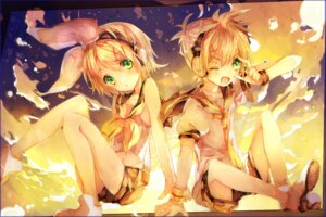 Rating: Safe Score: 23 Tags: headphones inaresi kagamine_len kagamine_rin vocaloid User: dyj