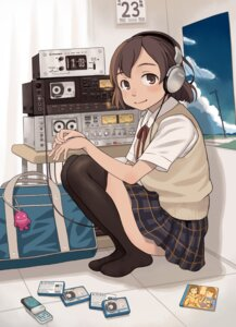 Rating: Safe Score: 10 Tags: headphones neyuki_rei seifuku thighhighs User: blooregardo