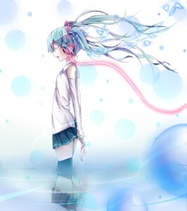 Rating: Safe Score: 27 Tags: hatsune_miku headphones paparins thighhighs vocaloid User: charunetra
