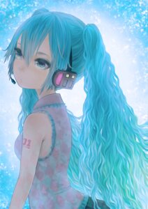 Rating: Safe Score: 15 Tags: hatsune_miku headphones maiko_(macaroni) vocaloid User: charunetra