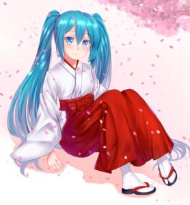 Rating: Safe Score: 20 Tags: cang_se_ye_hua hatsune_miku miko vocaloid User: Mr_GT