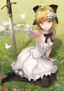 Rating: Safe Score: 49 Tags: cleavage dress fate/grand_order fate/stay_night heels kouzuki_kei saber saber_lily sword User: Nepcoheart
