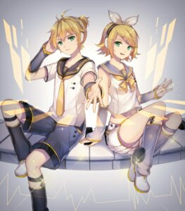 Rating: Safe Score: 21 Tags: headphones kagamine_len kagamine_rin qingshui_ai vocaloid User: charunetra