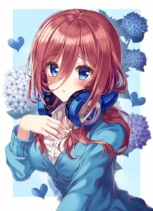 Rating: Safe Score: 27 Tags: 5-toubun_no_hanayome headphones nakano_miku seifuku sweater tagme User: Mr_GT