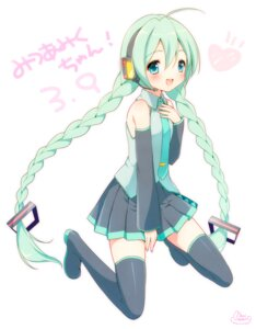 Rating: Safe Score: 14 Tags: hatsune_miku mani thighhighs vocaloid User: fairyren