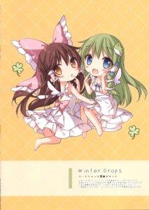 Rating: Safe Score: 9 Tags: chibi dress hakurei_reimu kochiya_sanae mochizuki_shiina touhou wings User: kiyoe
