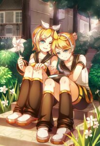 Rating: Safe Score: 12 Tags: headphones kagamine_len kagamine_rin shirajira_(artist) vocaloid User: Mr_GT