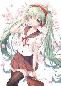 Rating: Safe Score: 63 Tags: hatsune_miku headphones seifuku soyubee thighhighs vocaloid User: Mr_GT
