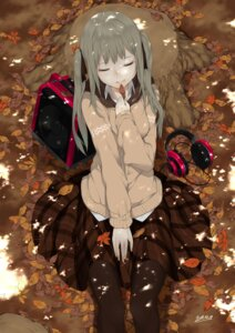 Rating: Safe Score: 7 Tags: headphones pantyhose rayvon seifuku sweater User: Mr_GT