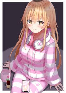Rating: Safe Score: 42 Tags: headphones ienaga_mugi mirea nijisanji pajama User: RyuZU