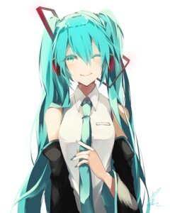 Rating: Safe Score: 30 Tags: autographed hatsune_miku headphones saihate vocaloid User: charunetra