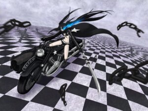 Rating: Safe Score: 11 Tags: bikini_top black_rock_shooter black_rock_shooter_(character) kurakumo_nue sword vocaloid User: brigfox